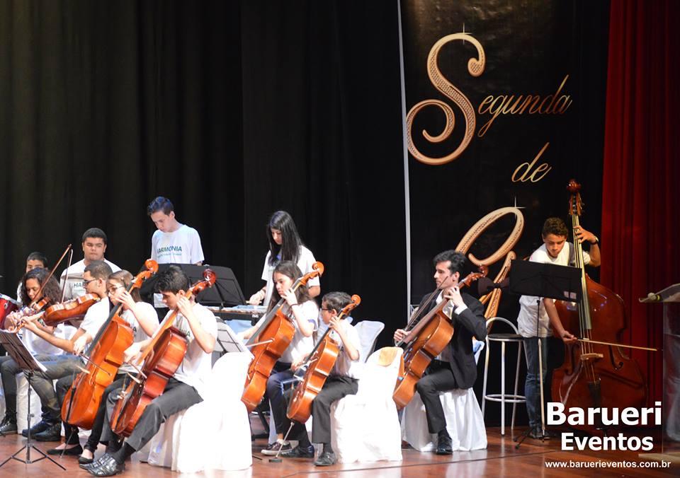 Coral e Orquestra Infantojuvenil Harmonia.