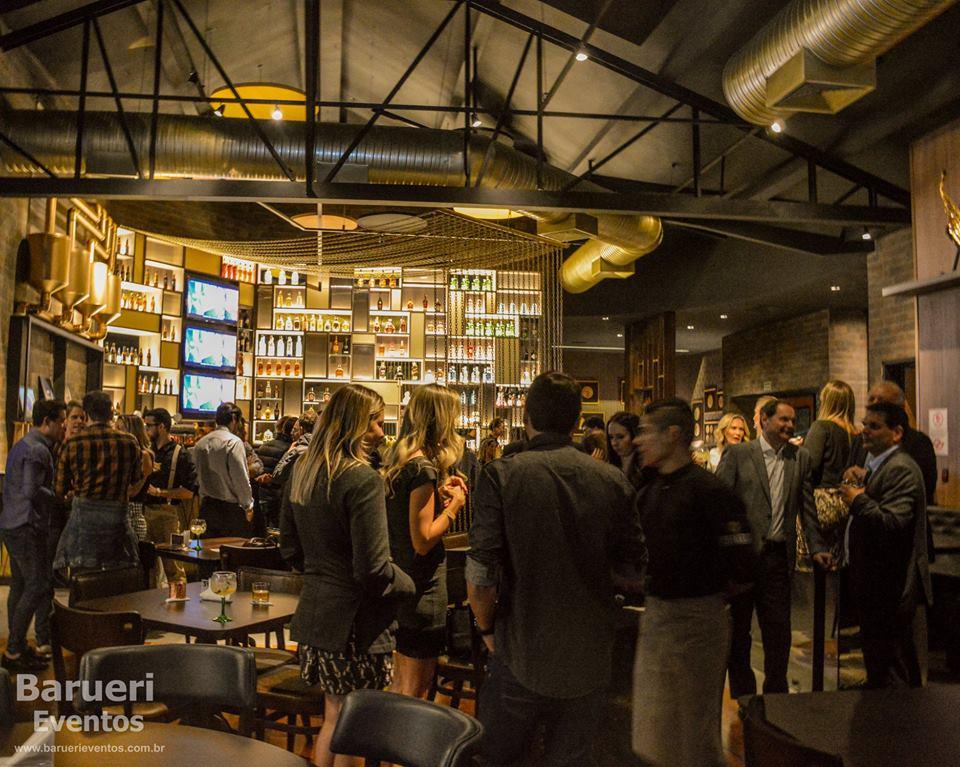 Denário Bar & Gastronomia chega para agitar Barueri e região.